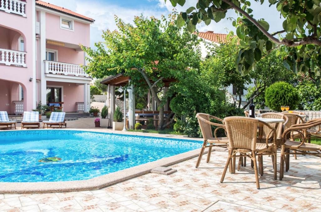 Guest House Beganovic Ferienwohnung Krk mit Pool